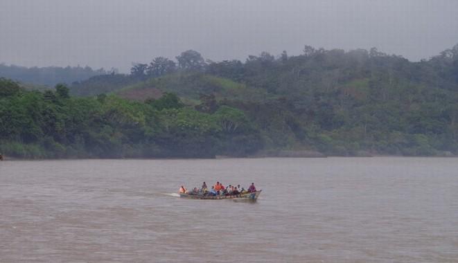 trasporto cacao su fiume